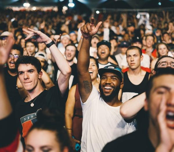Crowd-worship-1